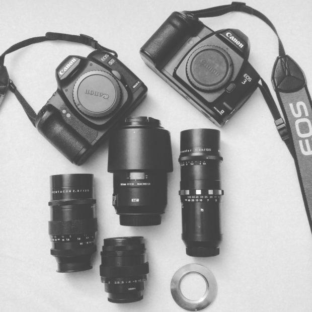 Canon EOS 5D MK II und 3 (analog) mit Tamron 90mm 2,8 VC USD, Pentacon 135mm 2,8, Meyer-Optik-Görlitz Primotar 135mm 3,5 und Jupiter-9 85mm 2,0